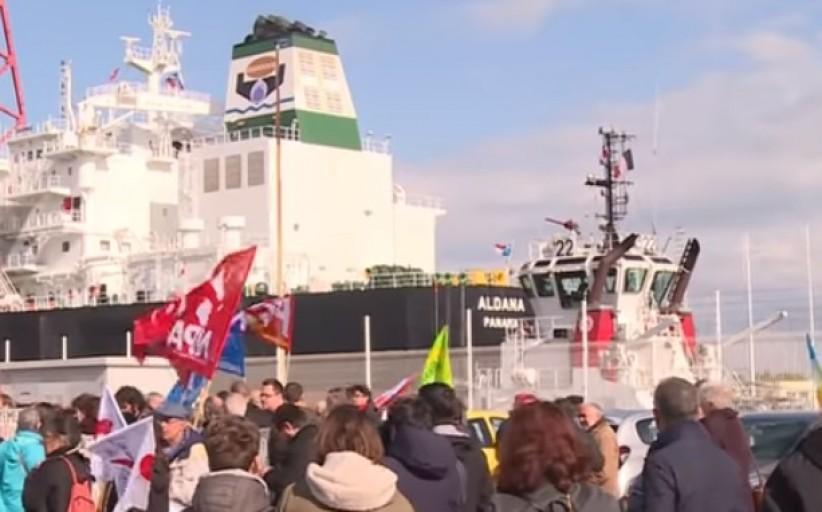 احتجاج المنظمات غيرحكومية لبيع السلاح الفرنسي للسعودية