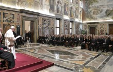 طالب البابا فرانسيس من الصحفيين أن يكون صوت الضحايا