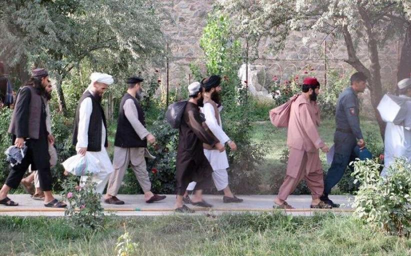 في تحد لاتفاق السلام ، تم تحرير طالبان من العودة إلى ساحة المعركة